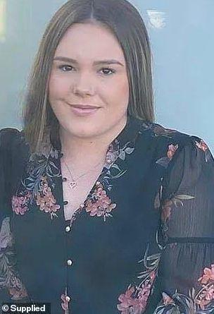震惊!23岁悉尼女教师性侵14岁男生!多次在车里...