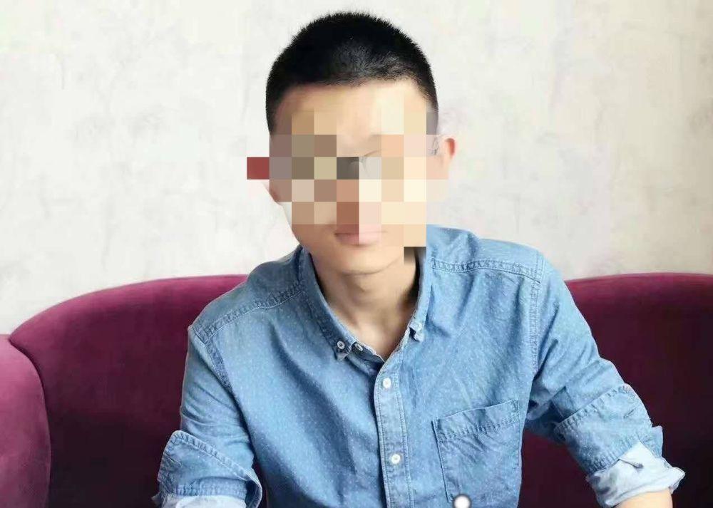 江苏大学男生坠楼:21岁的人生AB面