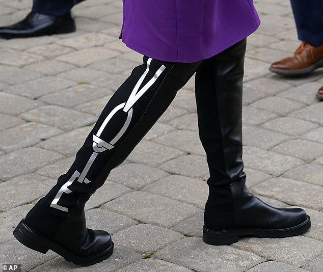 下任美国第一夫人:69岁 最爱艳色服装和及膝长靴