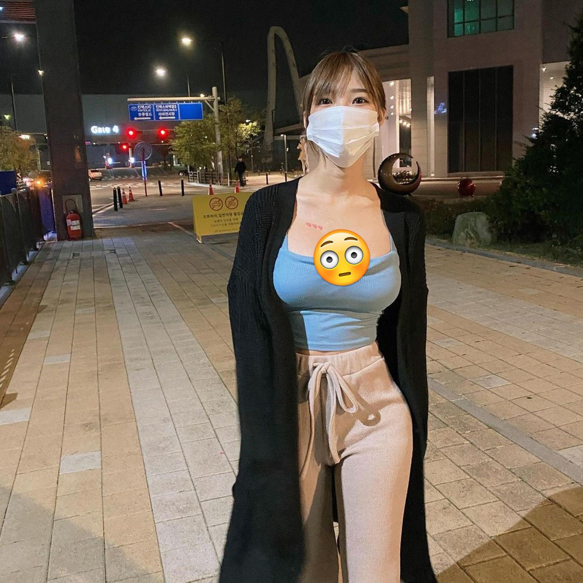 爆乳口罩美女因照片疯传爆红 网民急起底 真人更好看