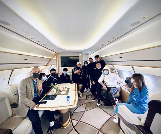 黄子韬晒私人飞机内饰炫富 维护就要1700 万