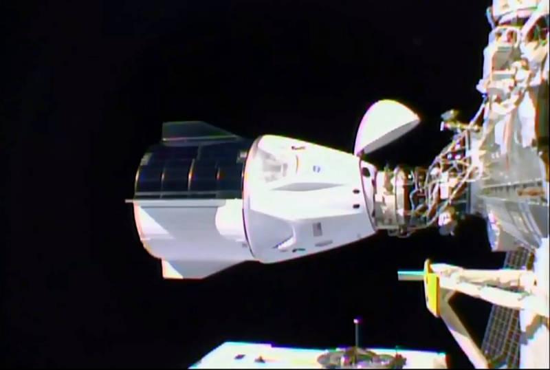 SpaceX飞龙号追逐太空站!天文迷拍下令人惊叹画面