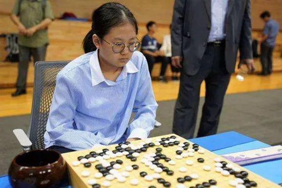 用人工智能作弊!围棋天才少女被禁赛一年