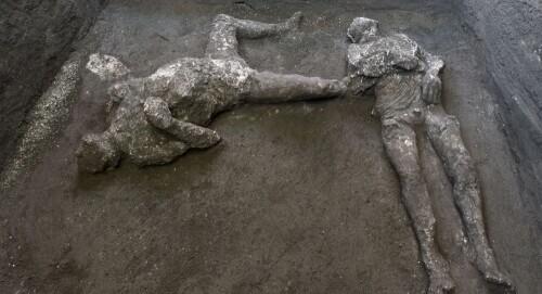 庞贝惊现2千年前两具遗骸 看出他俩的关系了吗?(慎入)