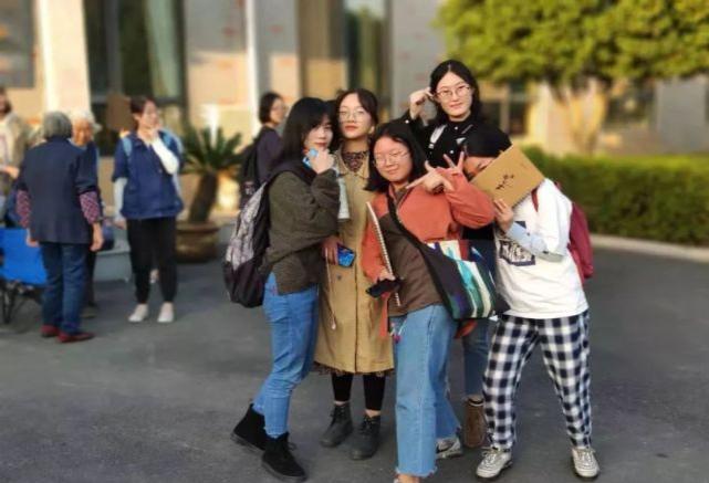 学姐事件导致清华大学吧被炸 吧内产生大量黄图贴