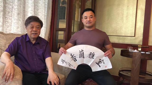 王朔:为何说赵忠祥是公交车?画作100倍跌幅