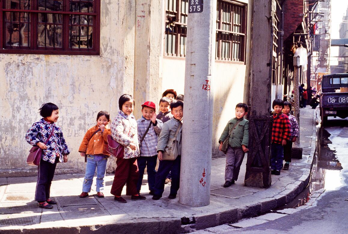 40年前,一个英国摄影师在中国街头遇见色彩