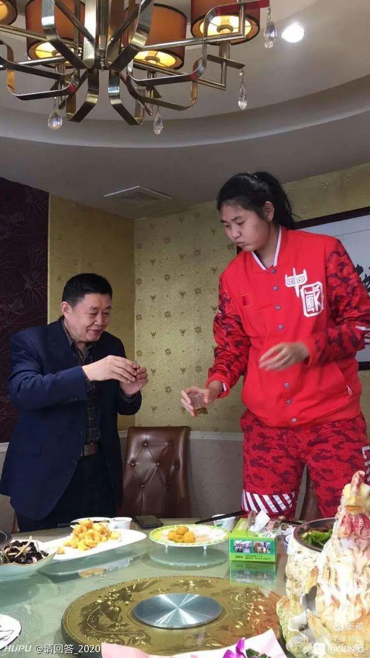 13岁女孩身高赶上姚明!球迷激动:等她震惊世界篮坛