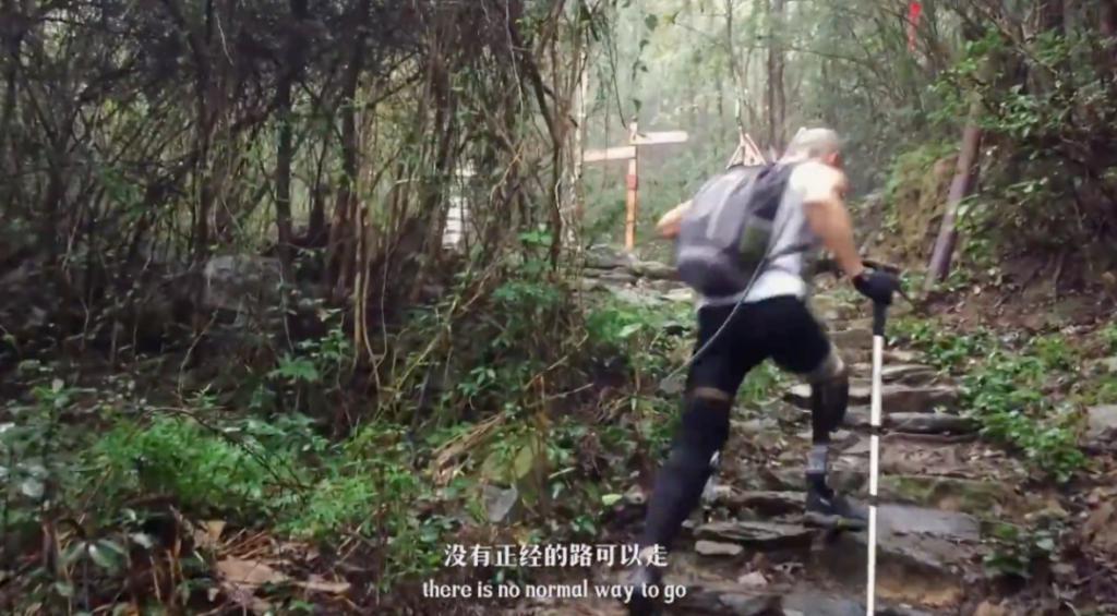 40岁奶爸一条腿穿越戈壁无人区,还登雪山、海潜 ......