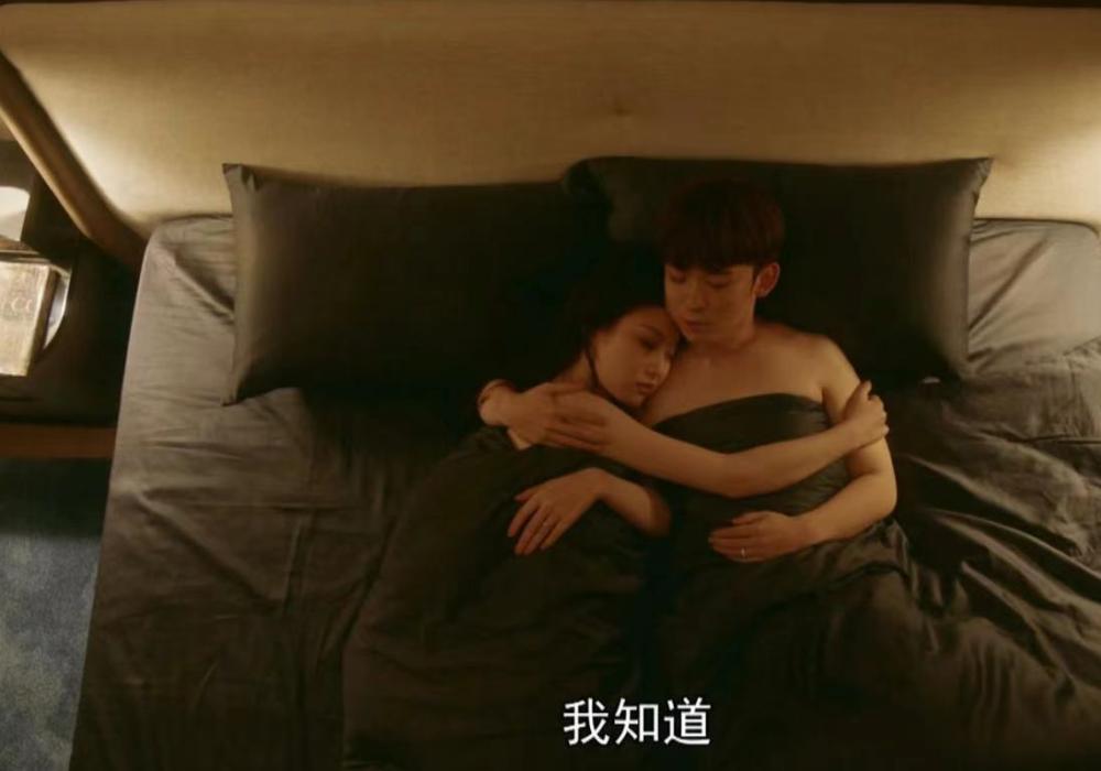 董子健与倪妮拍床戏 手放女方胸前无顾忌被指太过