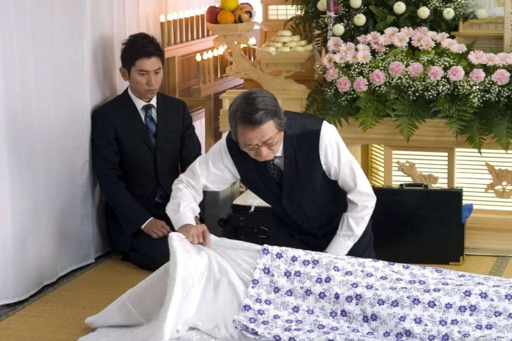 把骨灰送上天,日本奇葩葬礼爆火!
