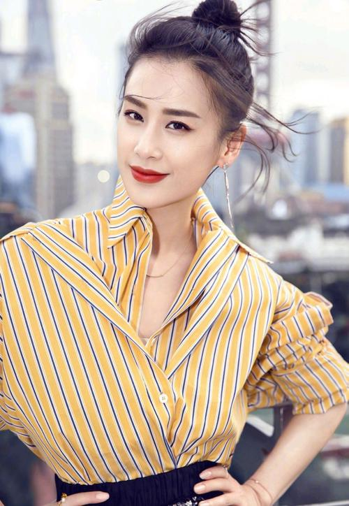 黄圣依参加小型商演,寒冬穿短裙跳舞太拼,星女郎风光不再?