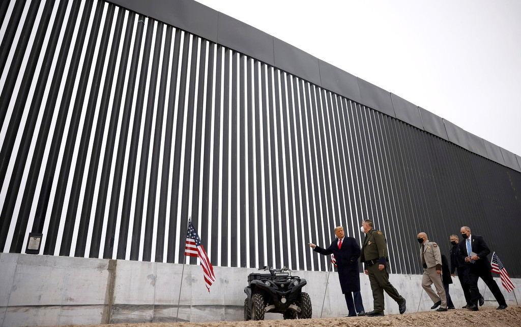 """令人唏嘘!今天川普去看了那堵他建的""""边境墙"""""""