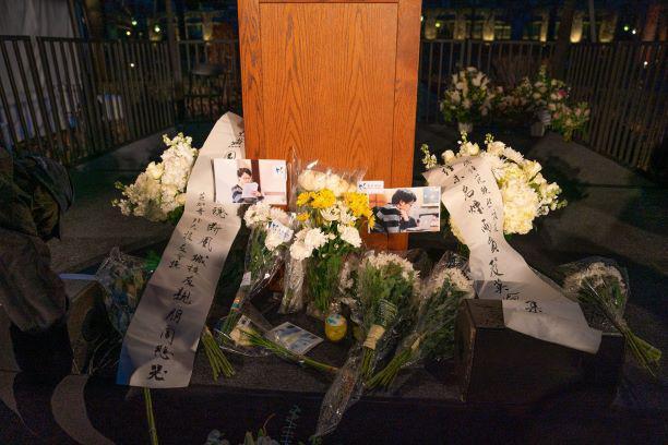遇害中国博士父母抵美:冒雨出席校园追悼会