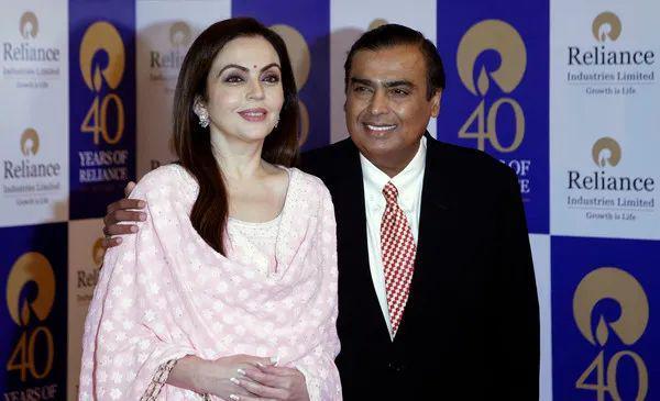 身价724亿印度首富,为何独宠平民妻子35年