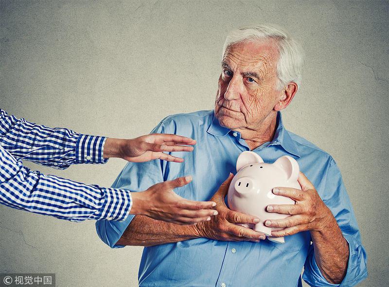 """74歲母親給兒磕頭求別刪""""財富群"""":那是要了我的命"""