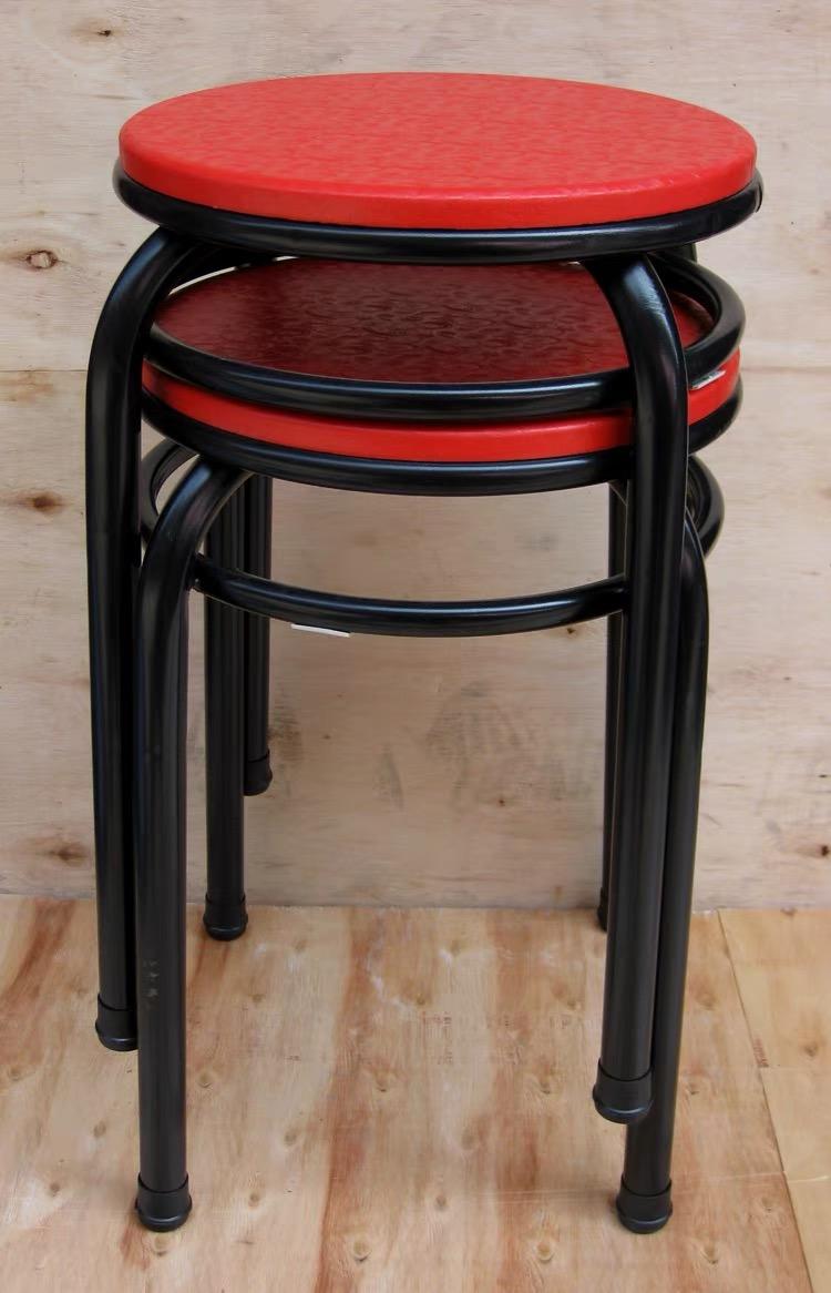 男子正聚餐,咔吧一声!椅子腿断裂插进腹部