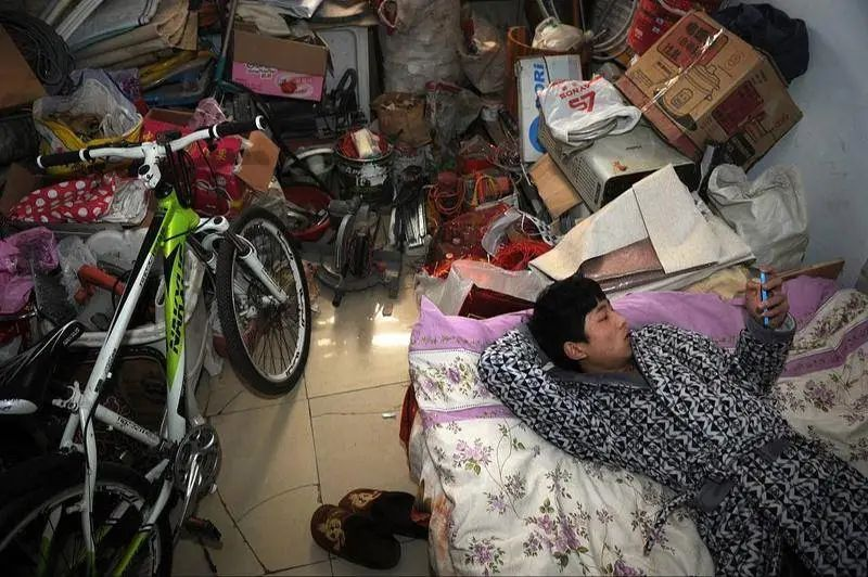 混乱、失控...整理师到1000个房间后发现的中国家庭