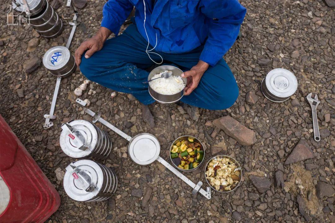 離開故土進沙漠 24位中國打工人在非洲過年實錄