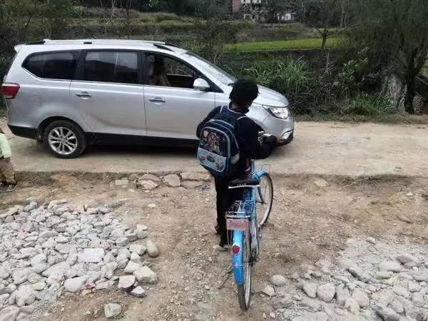 小马云私人保姆照曝光:90后女生 范小勤称她师姐