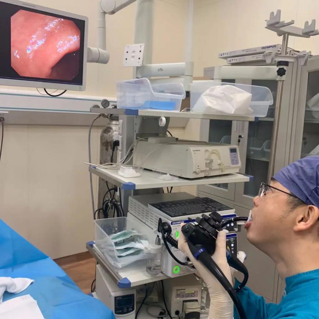 太牛了!医生自己给自己做了胃镜又做肠镜,而且不是第一次了?!