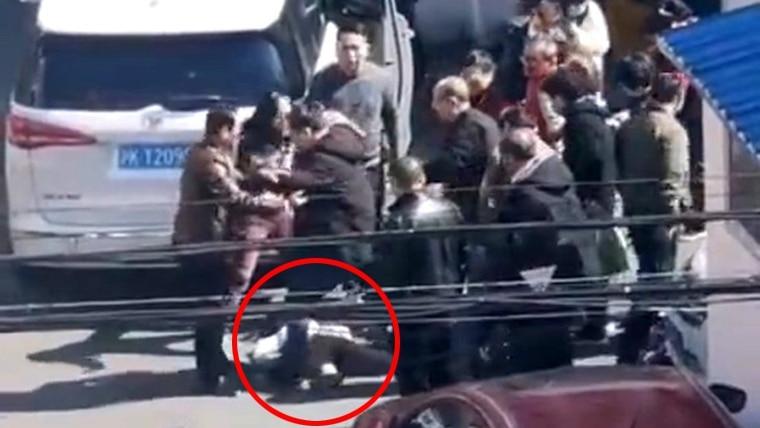 """惨!监控:6岁女玩滑板 """"夺命姿势""""10秒内就被辗毙"""