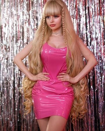 6歲被當芭比娃娃養大!她天使臉孔+魔鬼身材 狂圈42萬粉