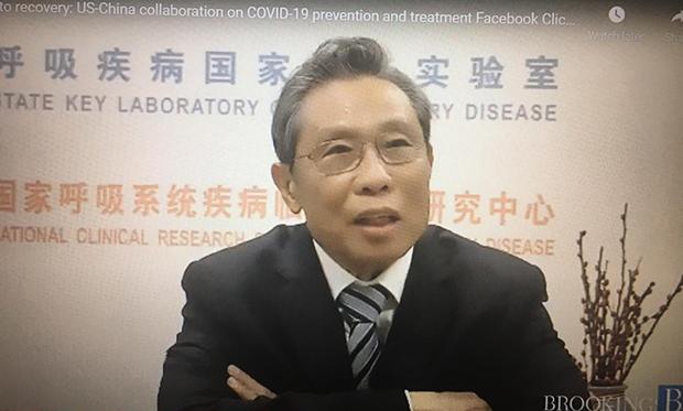 中国卫健委高级专家组组长钟南山表示,变异的毒株会削弱疫苗和抗体治疗(antibody treatment)的有效性,改良式疫苗和抗体鸡尾酒疗法是应对下一波疫情的紧急方案。(视频截图)