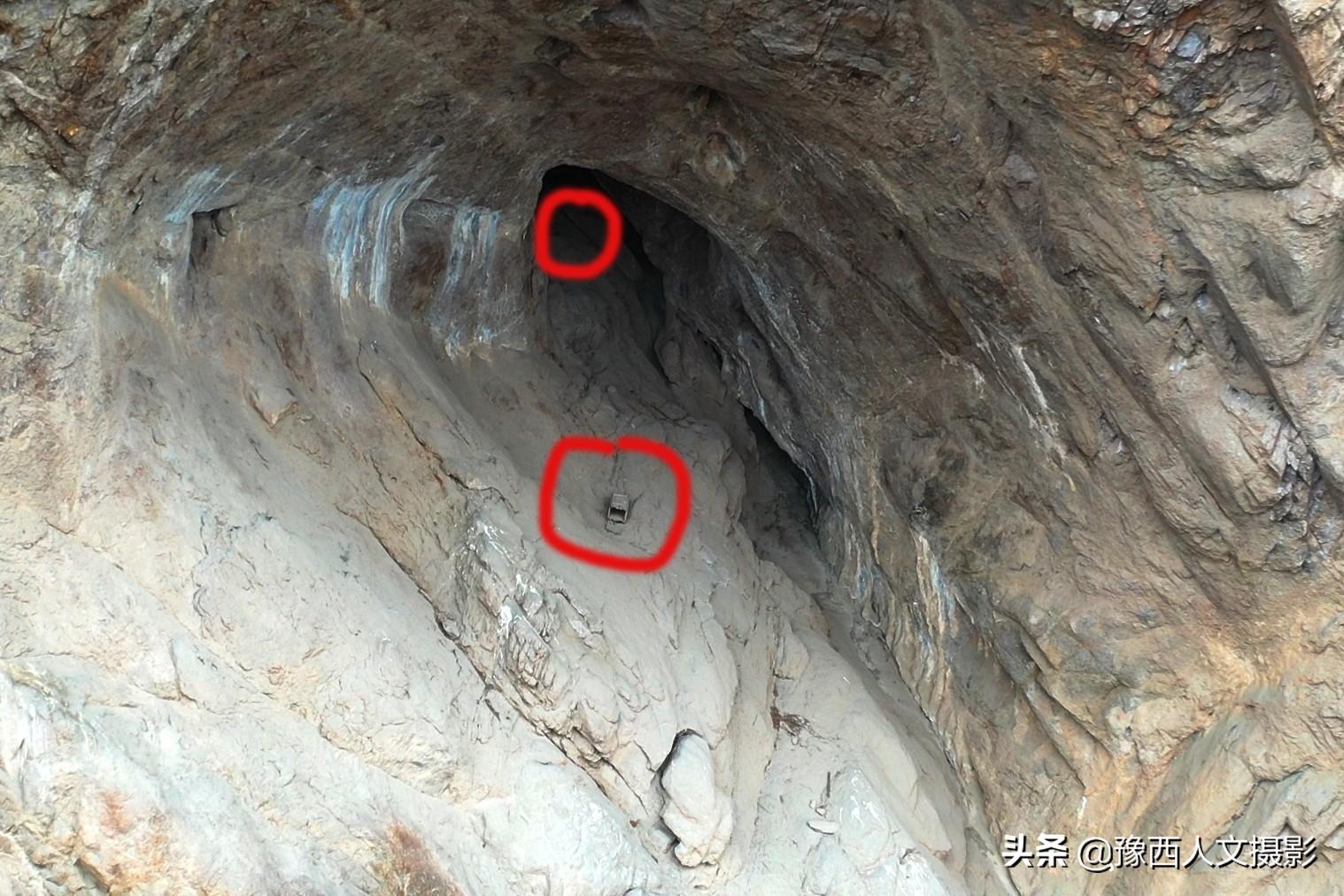 """洛阳深山诡异洞穴无法攀爬,洞内发现疑似""""悬棺"""""""