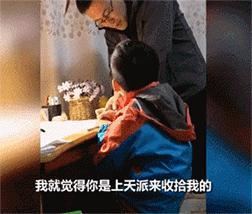 儿子做作业拖拖拉拉,父亲愤怒捶桌,结果手掌骨折