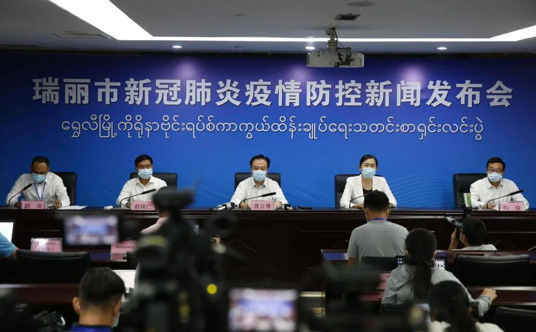 张文宏:其他国家疫苗接种速度快 中国将面临威胁