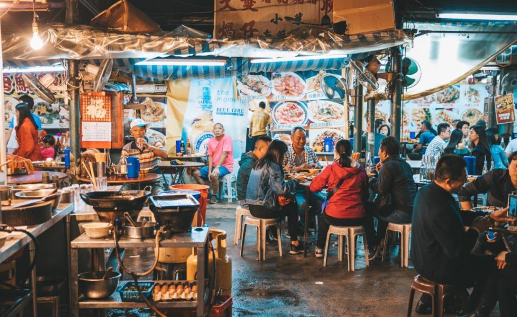 """全深圳的有錢有閑人,擠在""""文和友""""50000桌的長隊裏"""