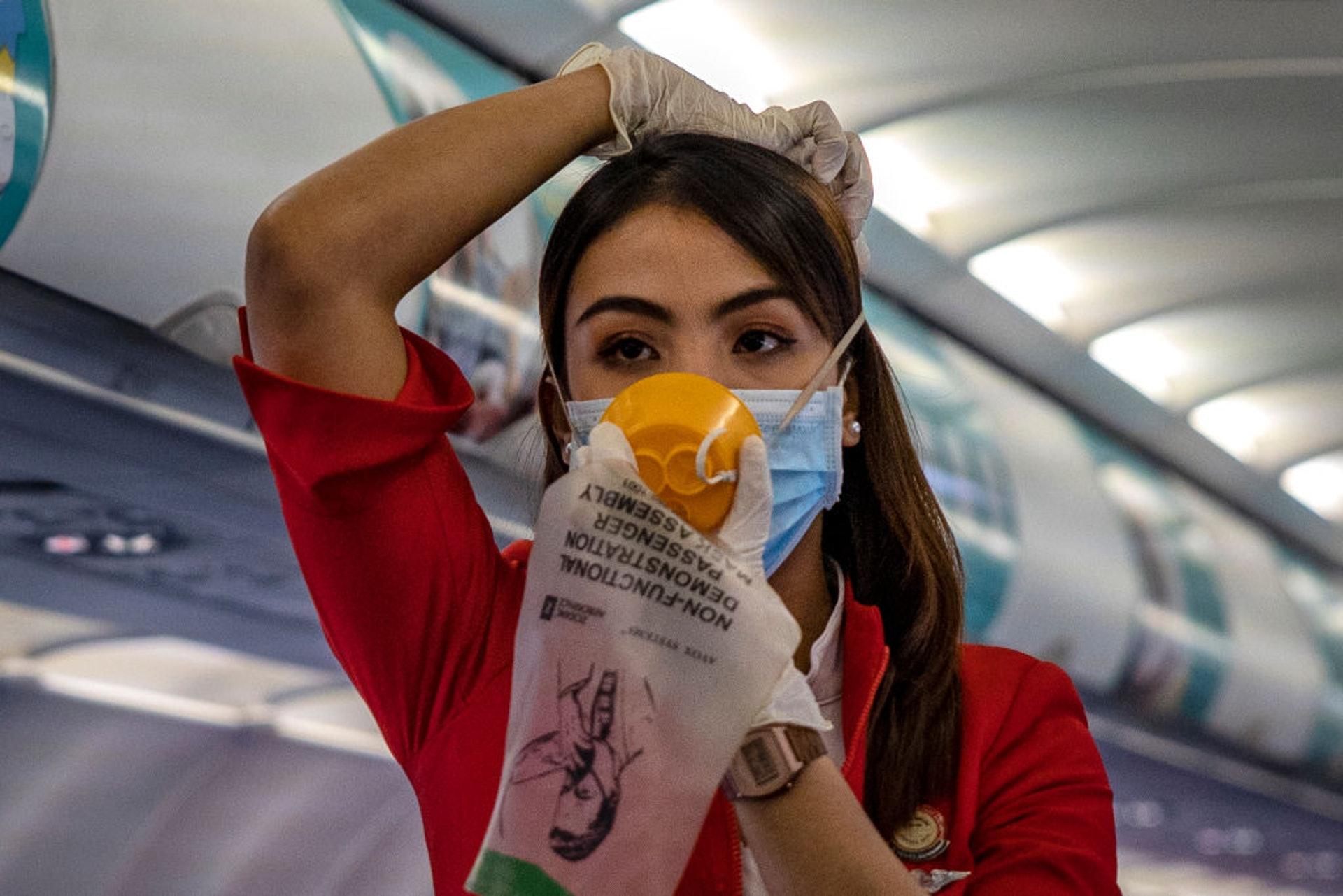 资深空姐爆疫情下搭飞机的22个禁忌:不要靠窗 别喝咖啡…