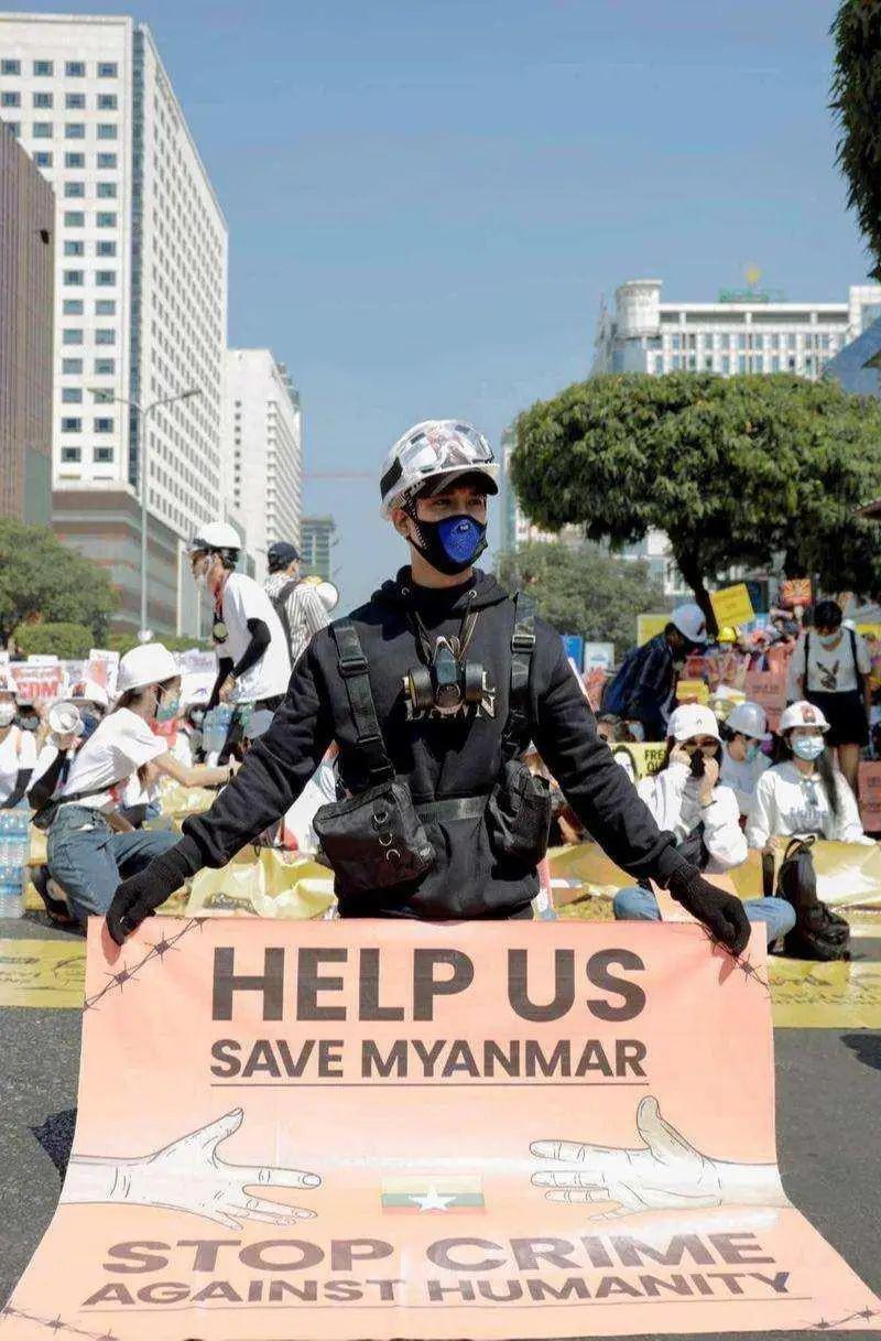 骨气!缅甸最帅和尚被捕,军方通缉120个明星网红