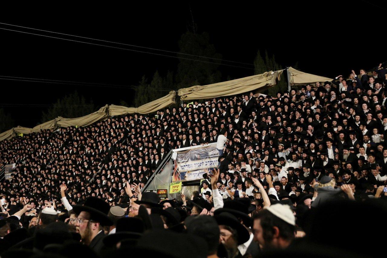 以色列踩踏惨案升至45死:谁让10万人挤上山?