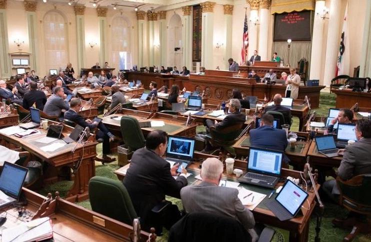 """加州拟推""""基本收入法"""" 每人每月发$1000?!"""