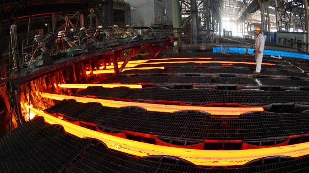 """中国钢价格飞涨 突破十多年高位 企业员工被迫""""休假"""""""