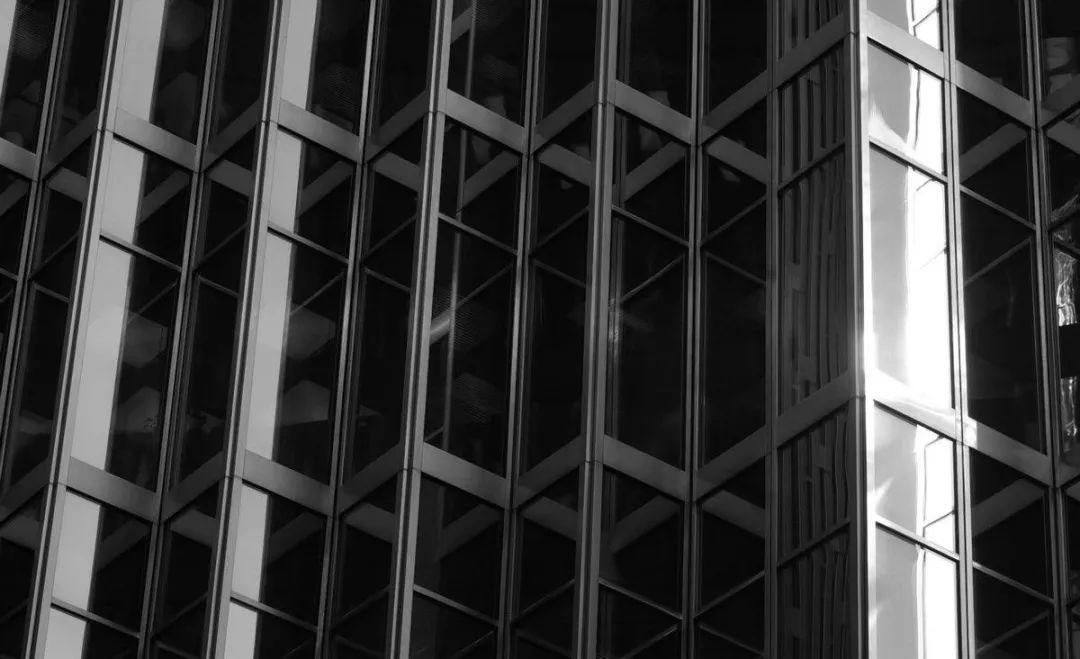 抢建的赛格大厦:边等图边施工 20年就摇摇晃晃