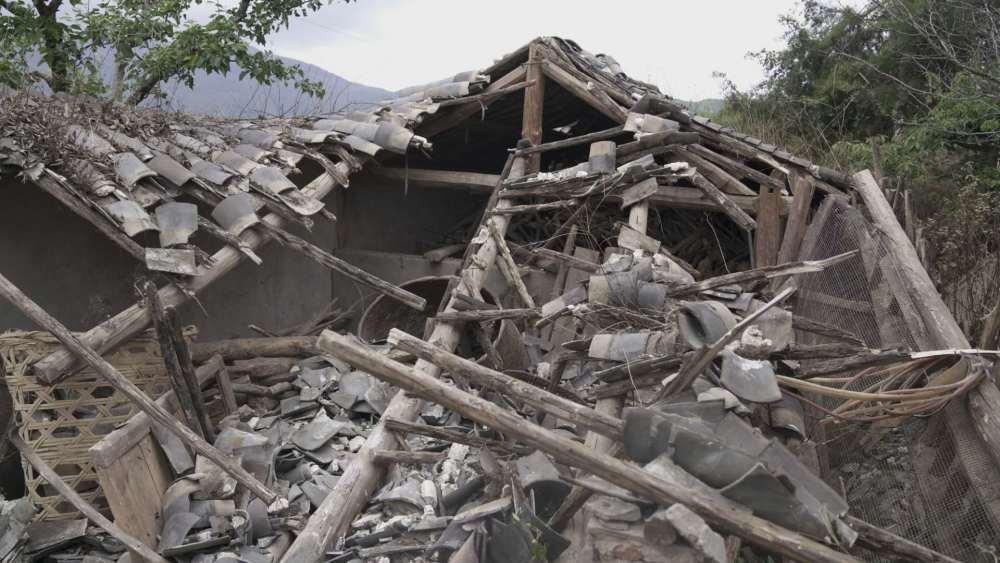 连续398次地震的云南漾濞:废墟中我们要活下去
