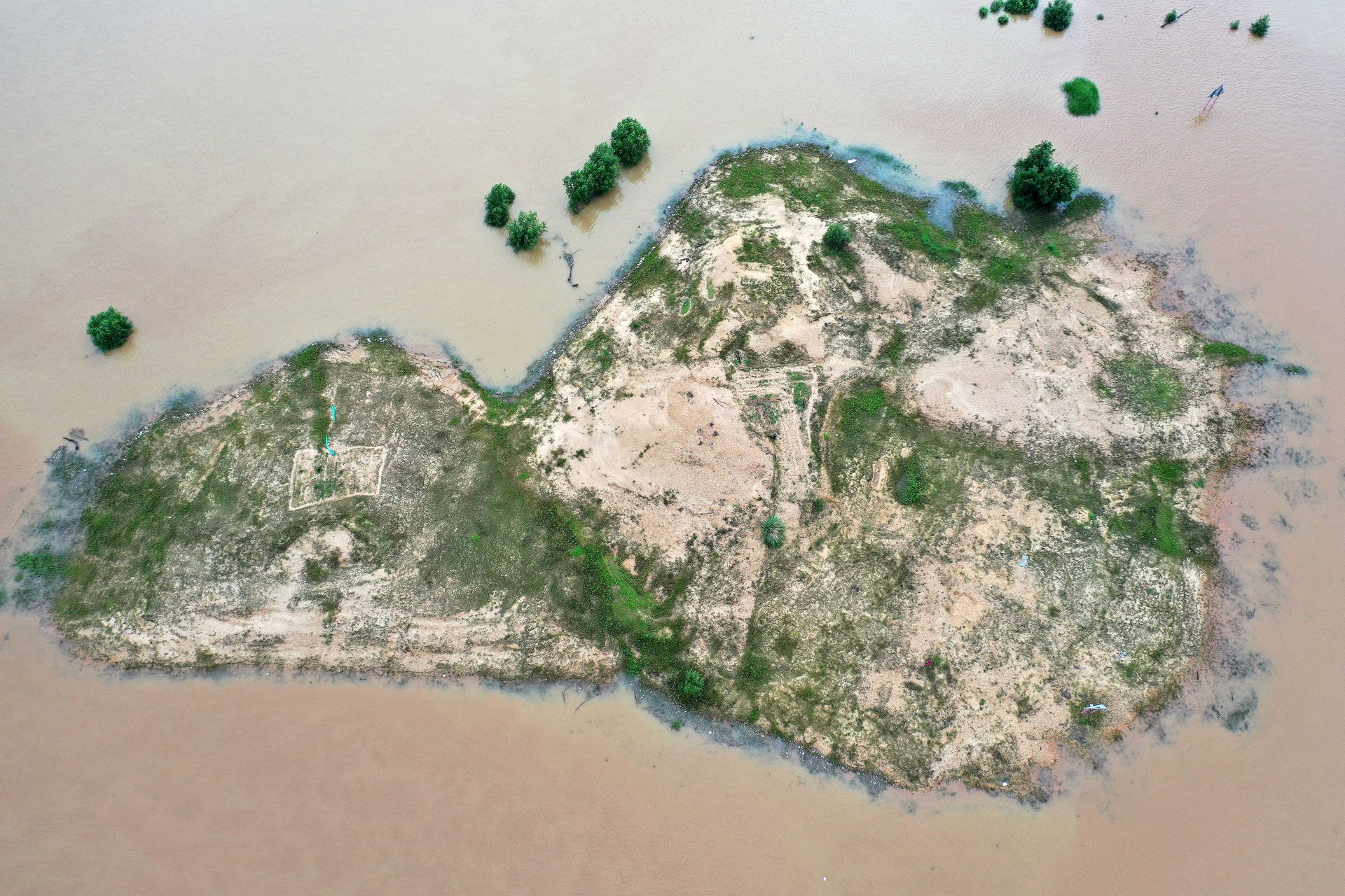 实拍:中国全面进入汛期 江西洪涝已致56.2万人受灾