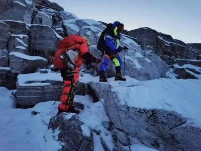 破纪录!中国一位盲人登顶珠穆朗玛峰 成亚洲第一人