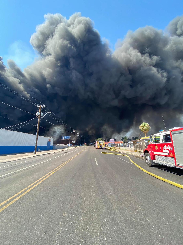 浓烟蔽天! 凤凰城史上最大火灾 6级警报200消防员救援