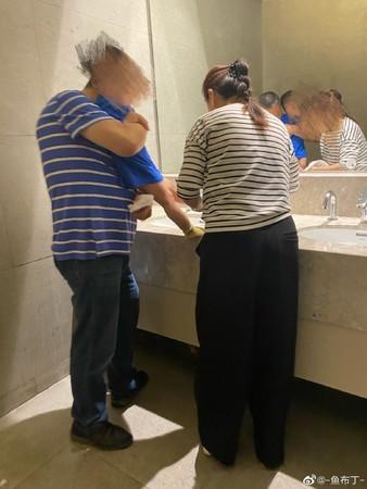 杭州男童泳池更衣室偷窥起生理反应 引发舆论风暴