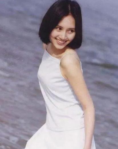 43岁袁泉身形消瘦,生图状态显憔悴