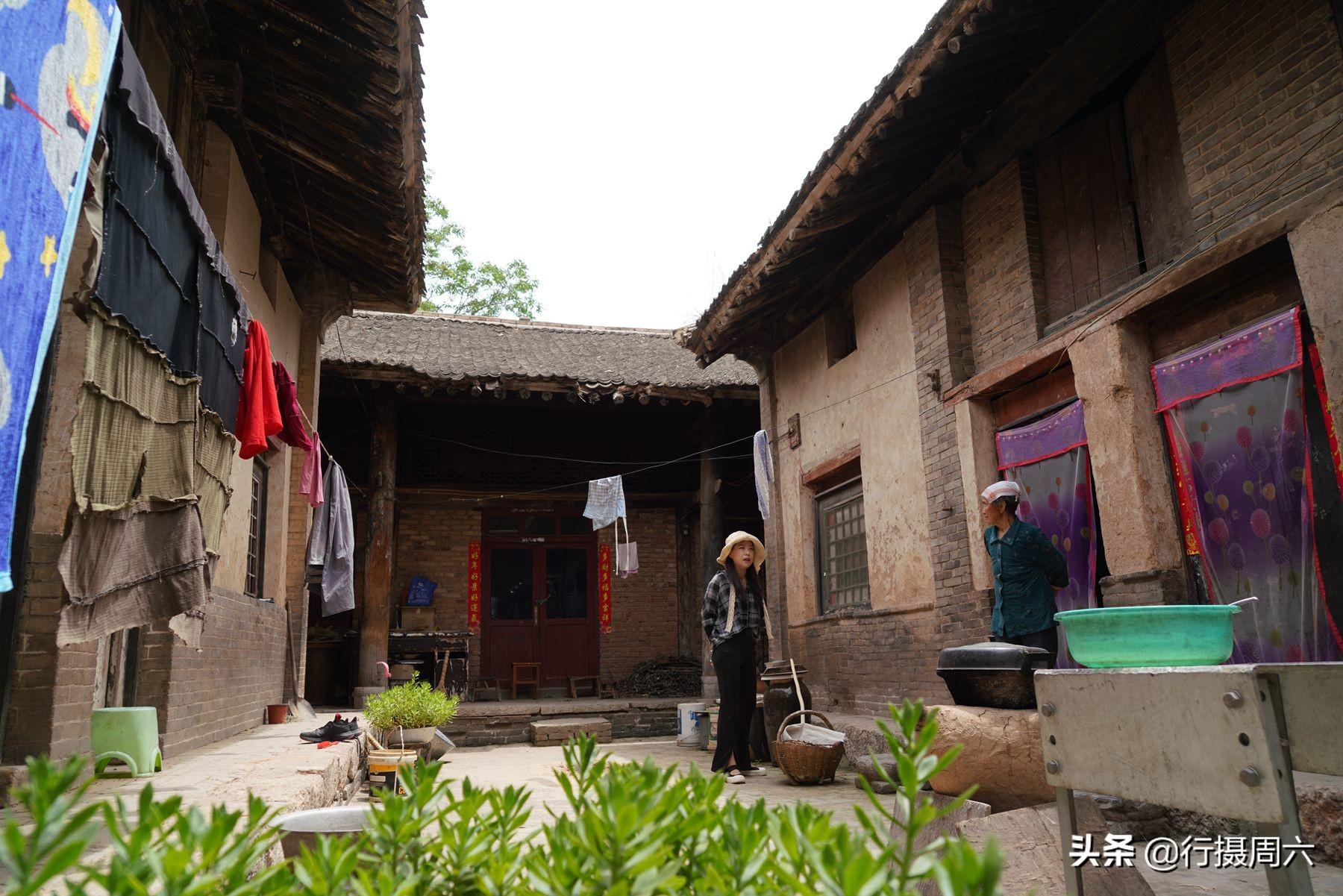 8旬老人住百年老屋 38度高温睡觉还要盖被子