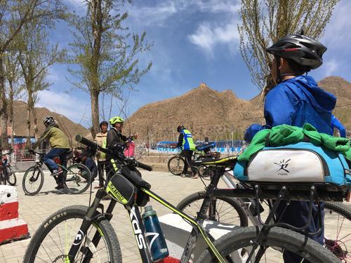 带4岁儿子骑行1100多公里,这位奶爸的教育方式引热议