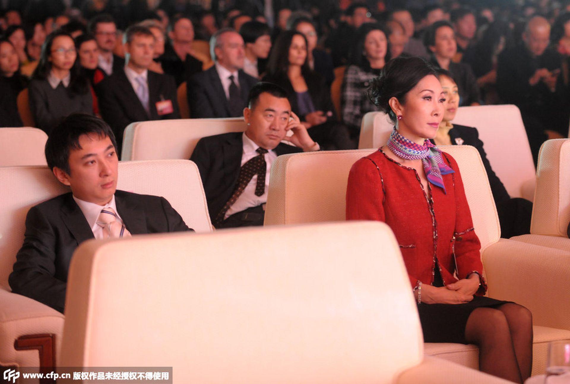 """王思聪""""破产""""公司被瞩 """"红色后代""""名媛母亲曾豪掷1亿搭救"""