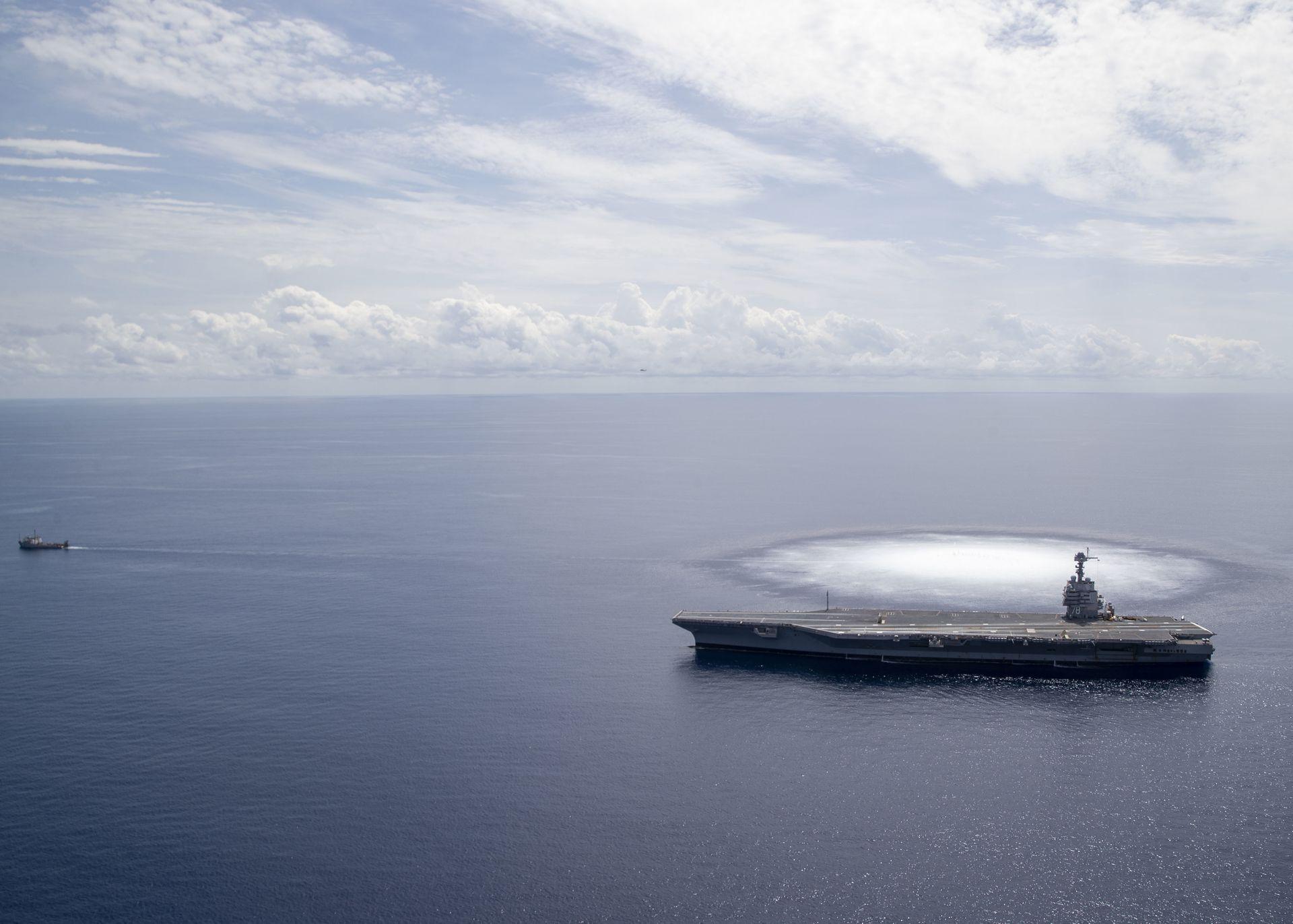 美超级航母进行全舰冲击试验 威力堪比4级地震