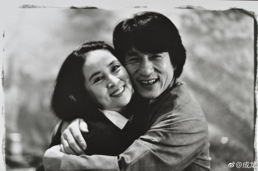 成龙退出林凤娇公司遭疑婚变,成龙方回应了