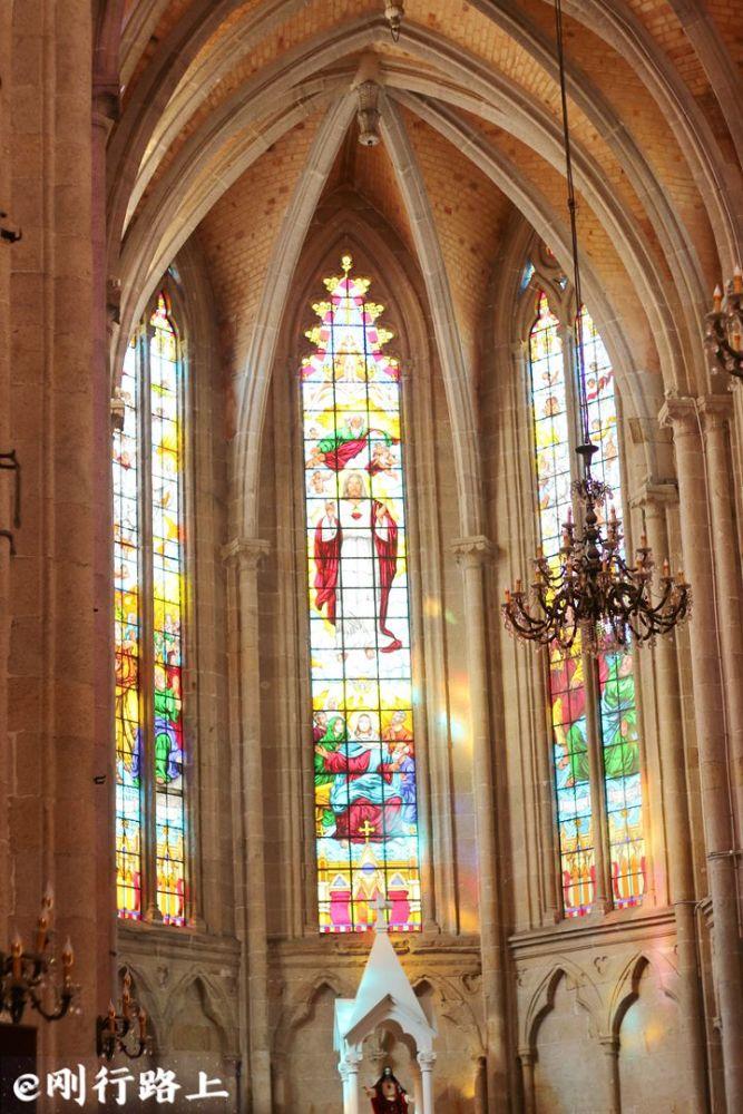 广州花岗岩砌造哥特式教堂 能与巴黎圣母院相媲美